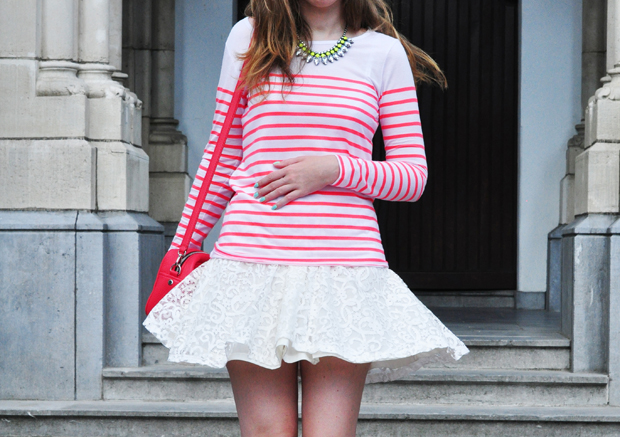 stylelab fashion blog ootd outfit striped tee lace skirt
